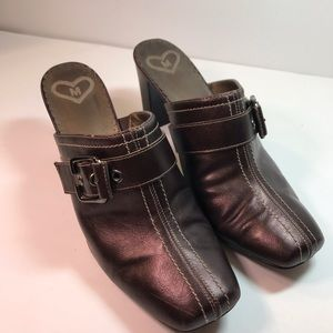 Bellatina by Madeline Clogs with Buckle 8M